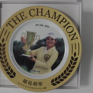 稲見萌寧プロから初優勝記念プレート